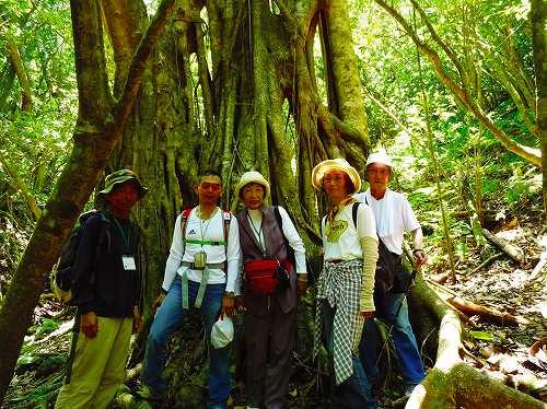 047_hikingimage.jpg